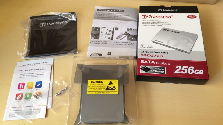 Transcend SSD370S 256GBのパッケージの中身