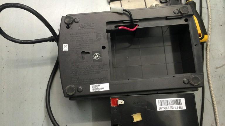 APC UPS ES-500のバッテリー交換方法