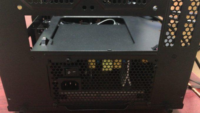 Thermaltake 「Core V1」の背面