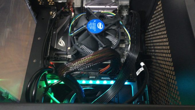 ROG STRIX B250I GAMING LED発光
