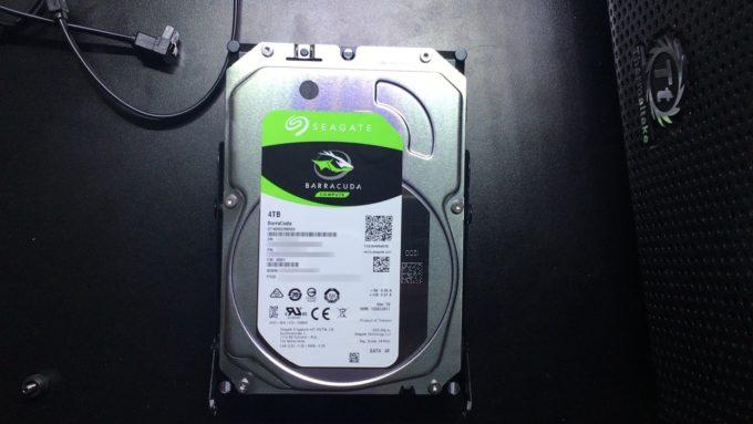 Seagate製 BarraCuda 4TB容量のHDD ST4000DM004のレビュー!