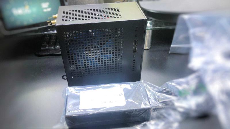 「mini Magnate IE SSDモデル」に付属のADアダプタ