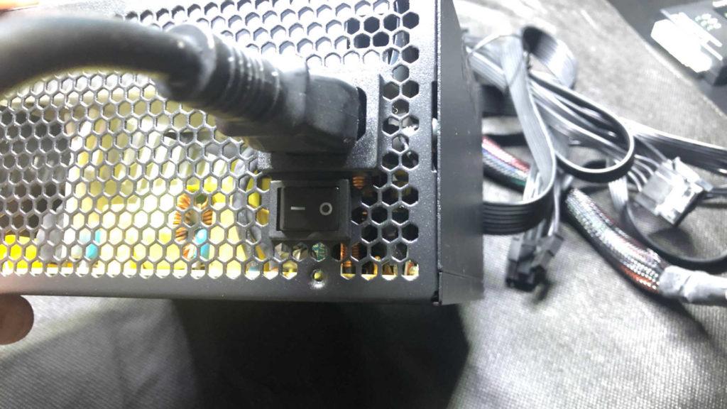 パソコンの電源ユニットスイッチ