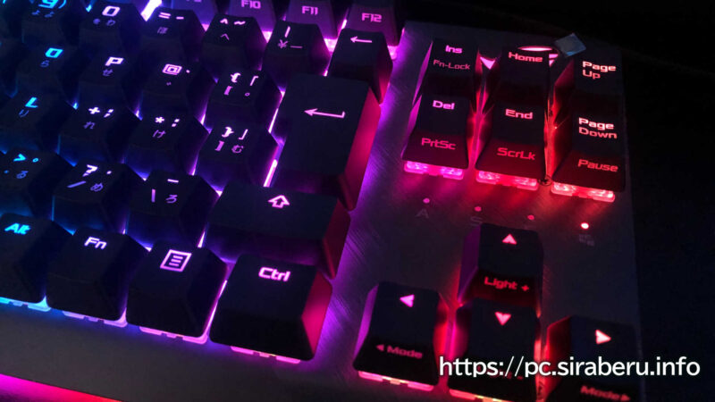 「ROG Strix Scope TKL」のRGB発光具合のアップ