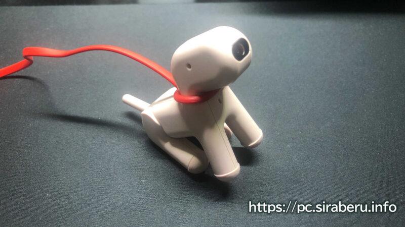 座ったポーズをとる犬型Webカメラ「wanco(わんこ)」UCAM-C525FB
