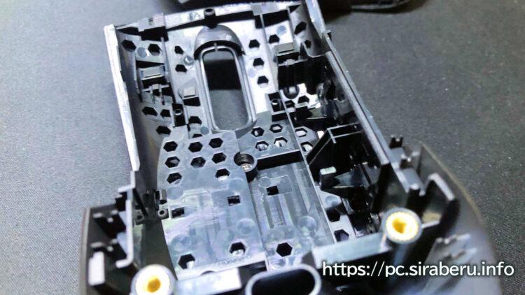 「ROG Keris Wireless(P513)」のマウス内部のハニカム構造